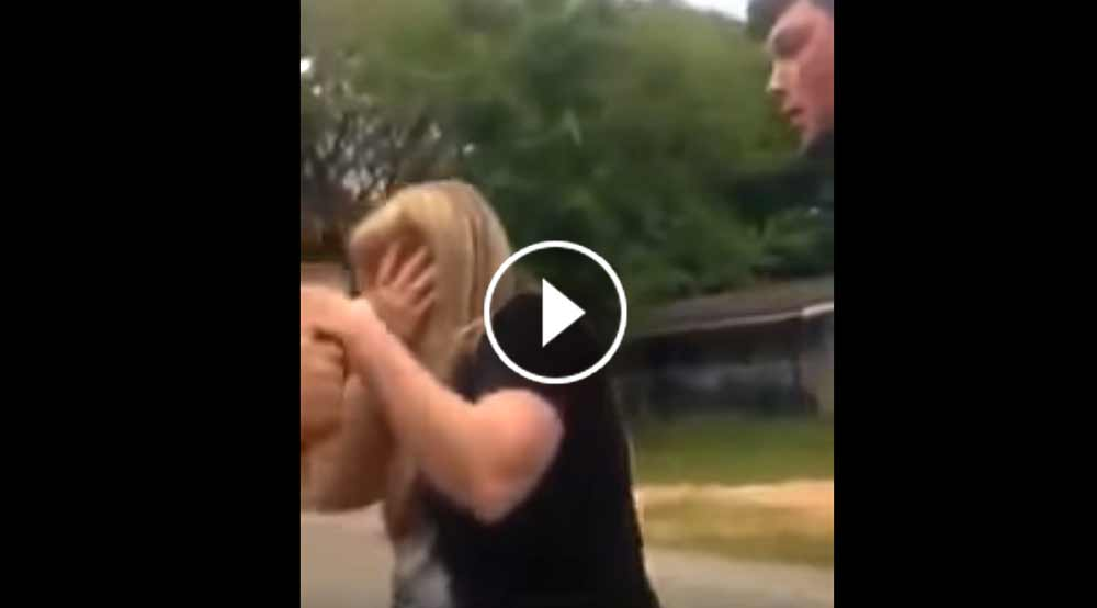 femeie lovita in fata copilului sau